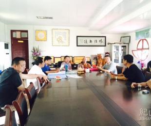 政协主席吴道新带与县住建局长指导我寺建设工作
