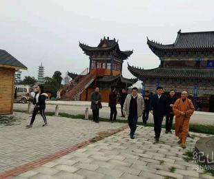 荆门市市委常委统战部长郑中华一行到我寺检查指导工作